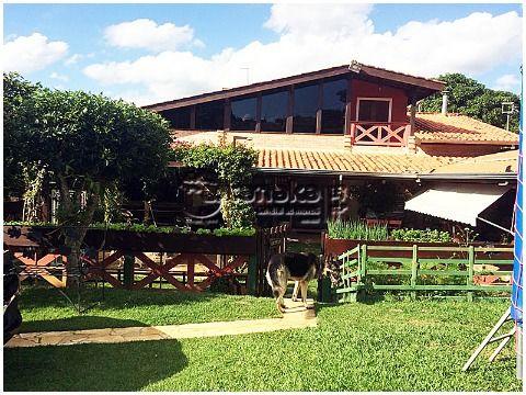 Aconchegante chácara em condomínio fechado em Piracaia.
