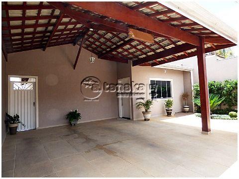Charmosa casa térrea, região da Lucas, próximo de lago para caminhada, comércio, bancos, supermercado, etc.