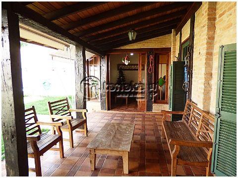 Charmosa residência com estilo rústico, na região da Al. Lucas Nogueira Garcez.