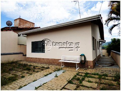 Casa térrea em ótimo bairro, excelente investimento, construção sólida em tijolinho.