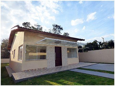 Casa térrea, nova em bairro tranquilo, fácil acesso para o centro de cidade.