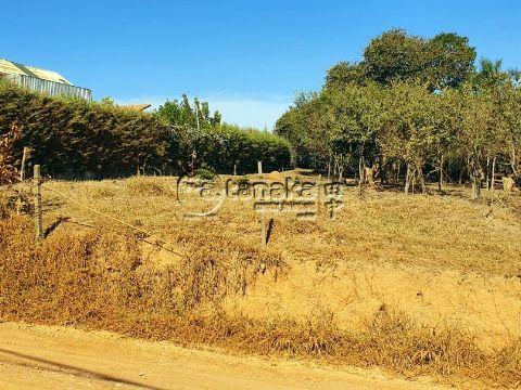 Belo terreno em região de chácaras. Ótima topografia, quase plano