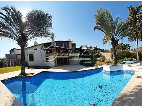 Belíssima e ampla residência de Alto Padrão, localizada em um dos bairro mais nobres de Atibaia.