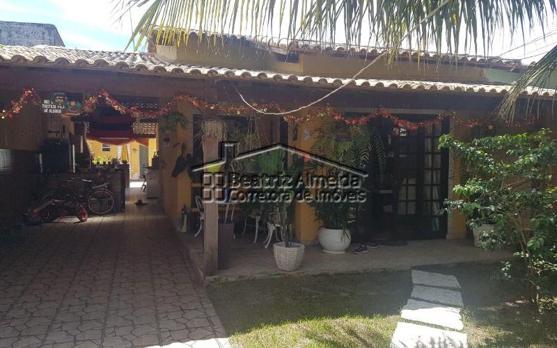 Casa 2 qtos (1 suite), sala, cozinha planejada, piscina, área gourmet, próximo a praia