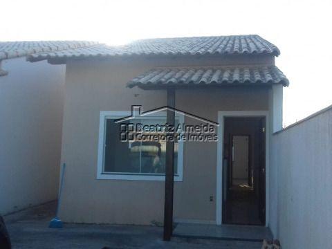Casa 2 qtos, sala, cozinha, banheiro social, quintal, garagem, próximo a praia