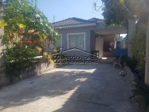 Linda casa na Madressilva (Barroco), 3 qts (1 suite), salas em dois ambientes, garagem e chuveirão