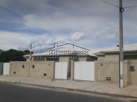 Casa na rua 83, 2 qts (1 suite), sala, cozinha, garagem - Próximo a praia