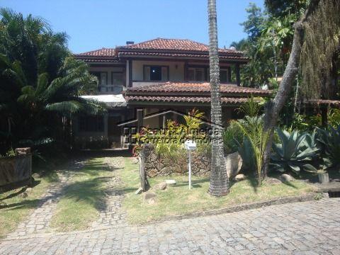 Linda mansão no Ubá II, 4 quartos suites, 4 salas, piscina, churrasqueira, garagem