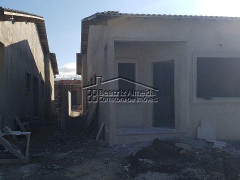 Casa de 2 qts (1 suite), sala, cozinha americana, quintal e área de lazer