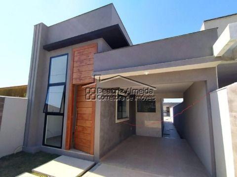 Linda casa com 2 qts (1 suite), sala, cozinha, quintal com área gourmet, garagem