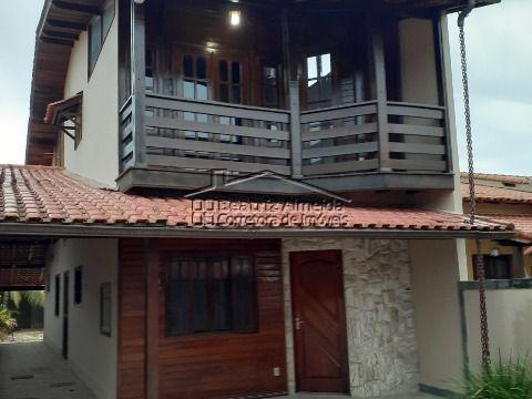 Casa de 4 qts (2 suites), 2 salas, piscina, sauna, churrasqueira, cozinha planejada