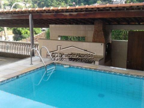 Casa de 4 quartos, sendo 3 suítes, em Santa Rosa - Niterói