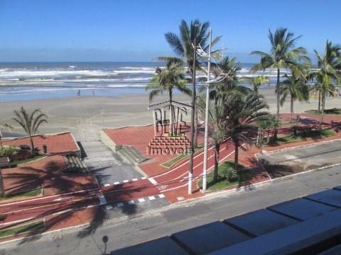 Apartamento de 2 dormitórios em prédio frente a praia em Vila Caiçara.