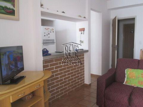 Apartamento de 1 dormitório em prédio frente ao mar na Vila Caiçara.