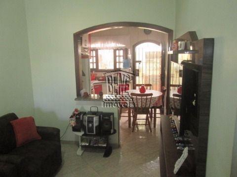 Casa com 2 dormitórios - Vila Caiçara.