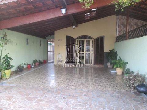 Casa geminada 3 dorms com edicula no centro de Vila Caiçara