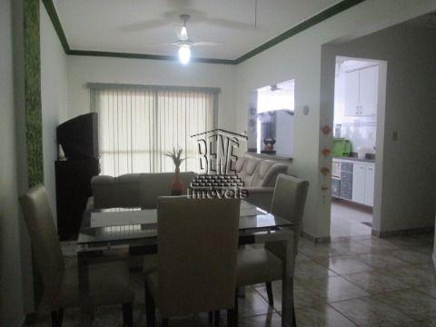 Apartamento 1 dormitório em prédio com piscina em Vila Caiçara