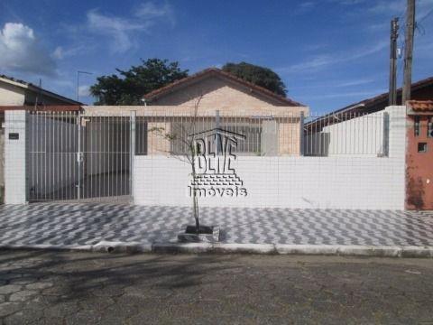 Casa isolada com quintal nos fundos no J Real em Praia Grande