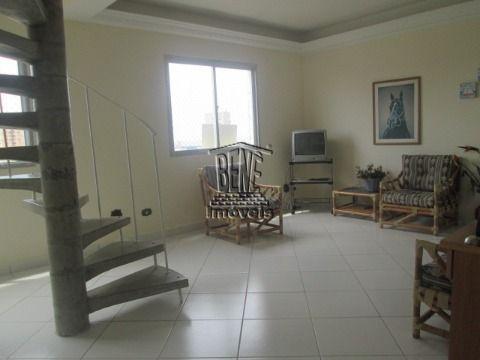 Cobertura com duas suites e terraço coberto com  churrasqueira.