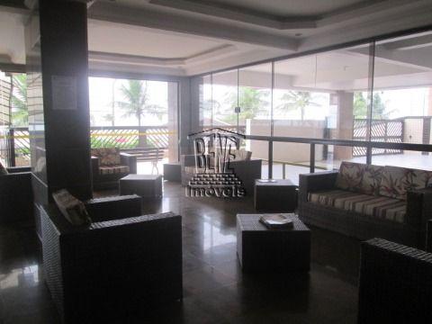 Amplo apartamento com 2 dormitórios em prédio frente mar Vila Caiçara.