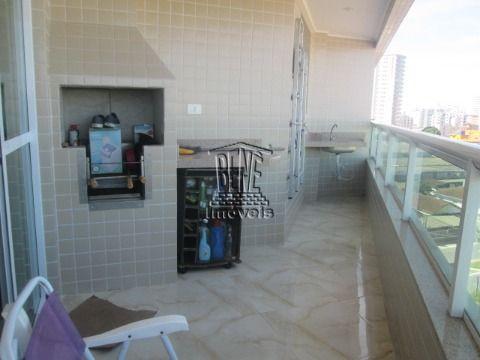 Apartamento dois dorms, suite e piscina em Vila Caiçara.