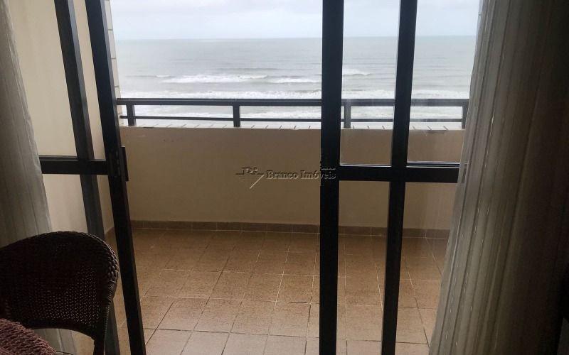 Apartamento 3 dormitórios frente mar no centro do Caiçara