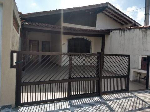 Casa no Jardim Imperador com 02 dormitorios a 170metros da praia.