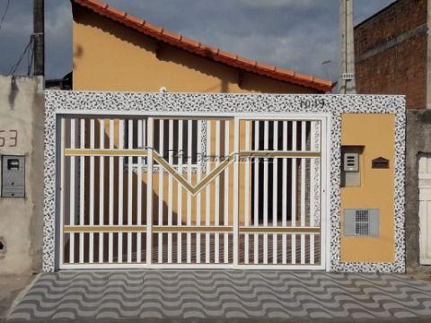 Casa 2 dormitórios no Esmeralda totalmente reformada