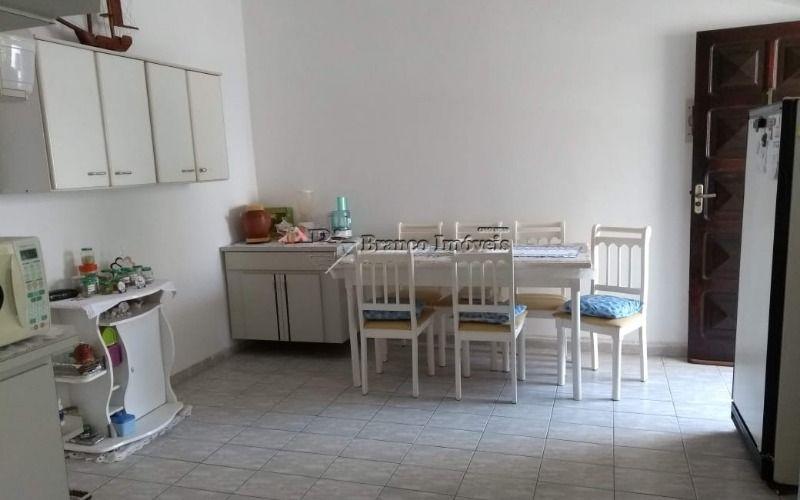 Apartamento 2 dormitórios bem amplo no centrão do Caiçara em Praia Grande