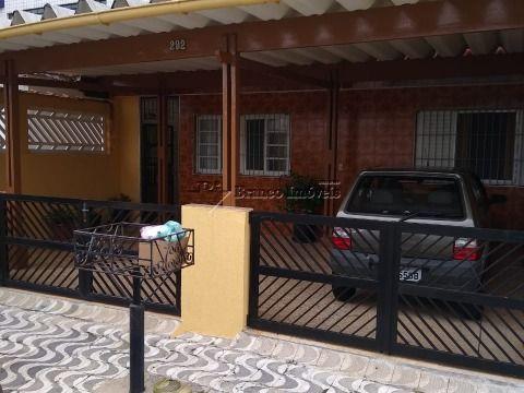 Casa 3 dormitórios na Vila Caiçara a 300 metros da praia e a sua espera!