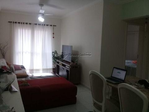 Ótimo e espaçoso apartamento 2 dormitorios, lado praia na Vila Tupi