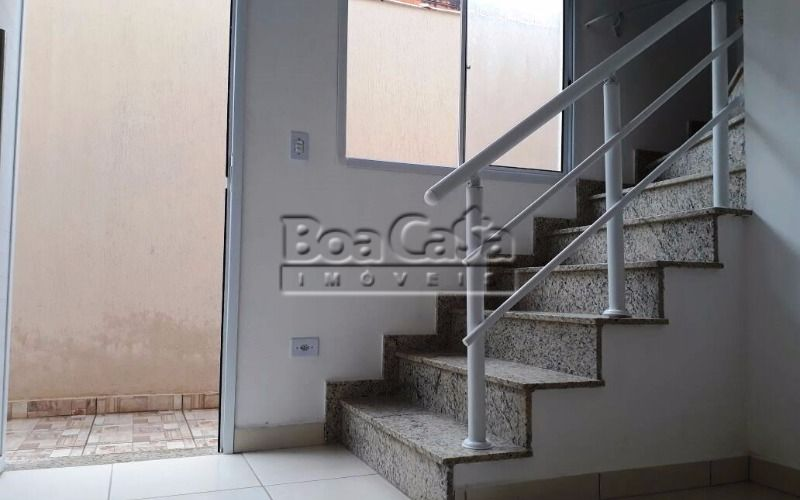 20 - Sala de Jantar + Estar (escada - sobe).jpeg