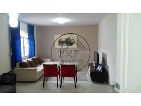 Casa à venda em Barreiros, São José, SC, 4 dormitórios, suíte, totalmente plana, excelente estado de conservação.