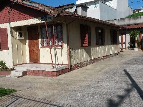 Excelente terreno com casa de madeira e edícula no Jardim Atlântico Florianópolis SC