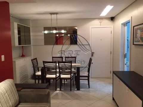 Vendo apartamento em Abraão Florianópolis SC, de dois dormitórios sendo uma suíte, sacada com churrasqueira à carvão