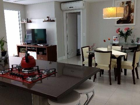 Vendo apartamento de 3 dormitórios sendo 2 suítes, peças amplas em Balneário Estreito Florianópolis SC