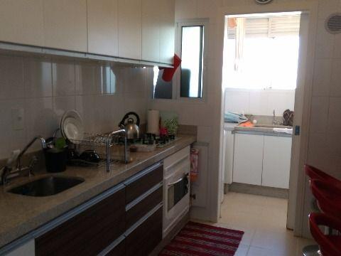 Vendo apartamento em Estreito Florianópolis SC três dormitórios suíte com closet ampla sacada com maravilhosa vista permanente para o mar