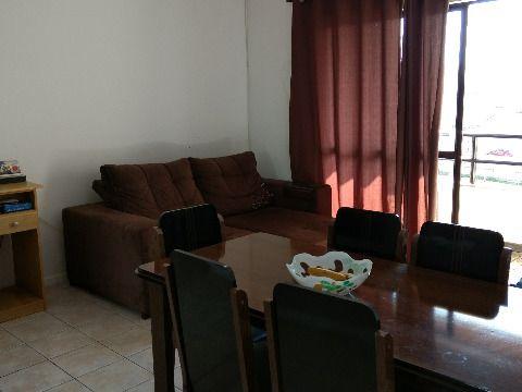 Vendo apartamento em Capoeiras Florianópolis SC, de três dormitórios, suíte com sacada