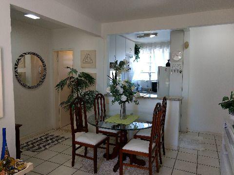 Vendo apartamento de 3 dormitórios, sem suíte, com dois banheiros