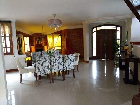 Vendo excelente casa em Condomínio Fechado e Santo Antônio de Lisboa (Sambaqui), de três suítes, uma master com hidro