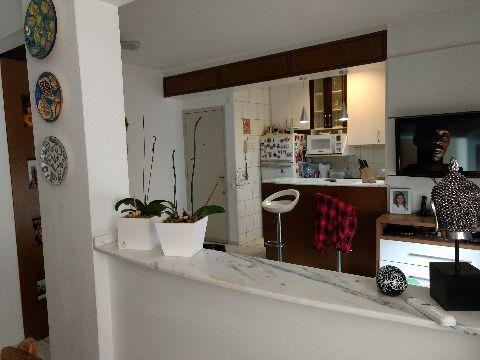Apartamento de três dormitorios suíte garagem livre elevador Floreata SJ SC