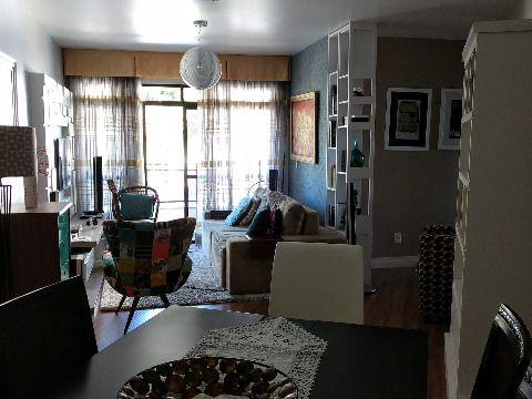 Vendo excelente apartamento em Estreito Florianópolis, de três dormitórios, suíte