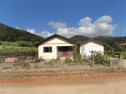 Casa de 03 quartos no bairro Rio Farias