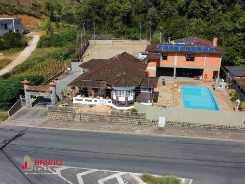Casa de 04 dormitórios no Centro de Antônio Carlos