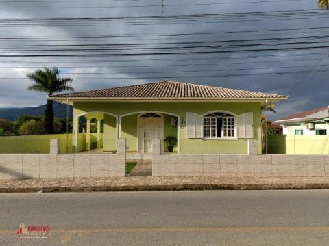 Casa de 03 quartos no bairro Vendaval em Biguaçu
