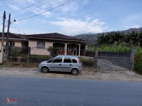 Casa de 03 dormitórios no bairro Santa Maria