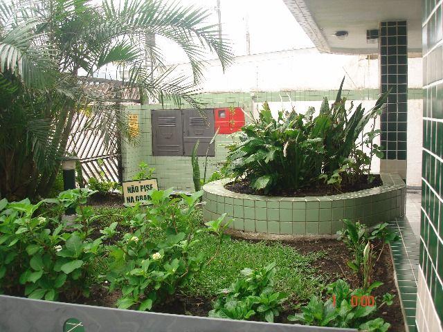 jardim da entrada do prédio