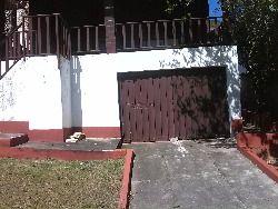 Garagem coberta e fechada