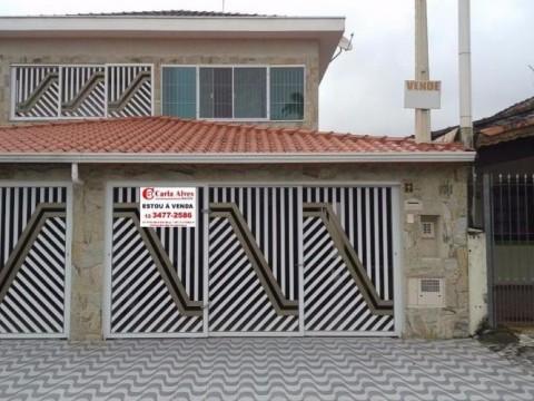 Lindo Sobrado com 3 dormitórios sendo 3 suítes, próximo ao mar em Praia Grande SP.