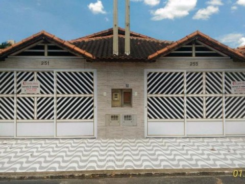 Casa Geminada 02 dormitórios, 01 suite, 200 metros do mar, Jardim Real, Praia Grande, São Paulo